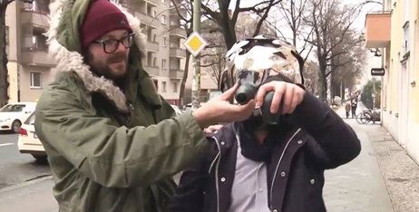 Christian Zöllner and Sebastian Piatza test the Eyesect camera helmet.