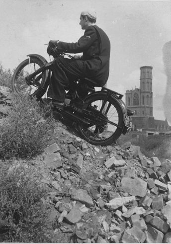 Hans Steffens, Motorcyclist on piles of rubble, 1955