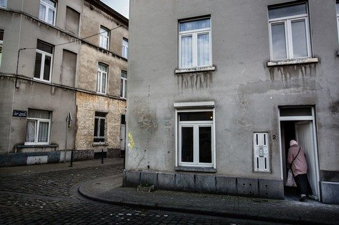 There are many run-down apartments on Rue Fin, just like in the rest of Old Molenbeek.
