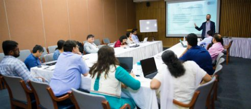Dr. Florian Sochatzy runs a workshop in Delhi.