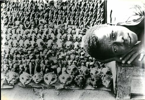 Leonore Mau | Magic market near Lomé, 1975 | Togo