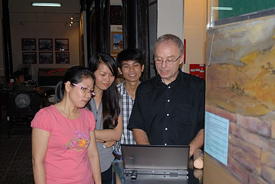Andreas Reinecke (right) explains interesting findings in Vietnamese archaeology