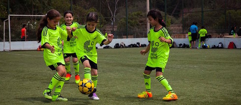 At the Soccercamp Lebanon, young footballers learn fairness and team spirit.