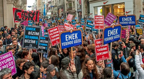 Audience Emancipated: The Struggle For The Emek Movie Theater (Özgürleşen seyirci: Emek Sineması mücadelesi, 2016) von Emek Bizim İstanbul Bizim (Kollectiv)