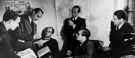 "Rudolf Augstein (second from the right), publisher of ""Der Spiegel"", with his editors in 1947"