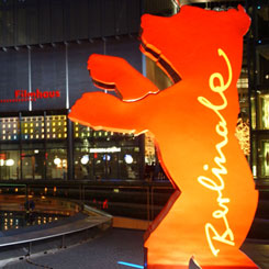 Berlinale 2002 - Der Berlinale-Bär im Sony Center am Potzdamer Platz