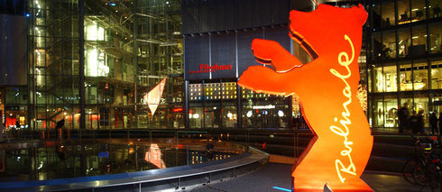 O urso, símbolo da Berlinale, no Sony Center, Potzdamer Platz