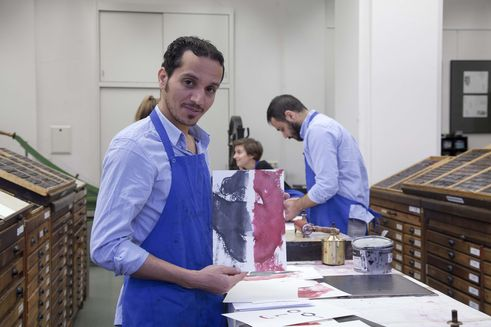 Ahmed Al Ali takes part in a manual typesetting course at the HGB