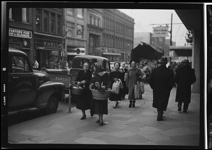 Christmas Shopping, King Street, December 20, 1952