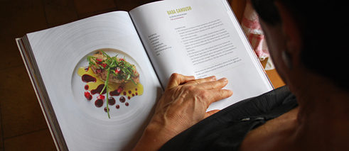 The Neue Nachbarn Kochbuch (i.e. New Neighbours Cookbook)