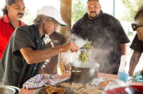 Charles Royal cooks a meal on the shores of Lake Rotoiti using ingredients found foraging in the bush.