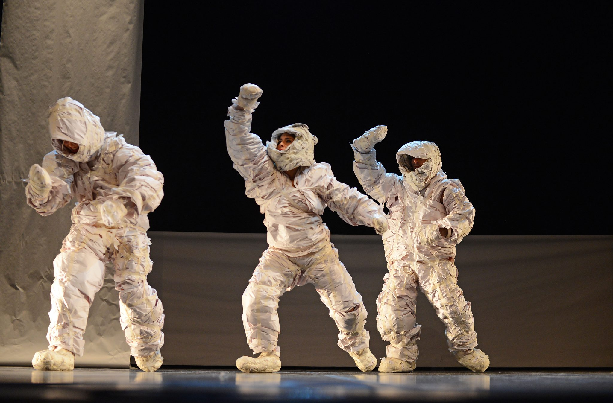 Astronauts become all manner of fantasy creatures enticing the young audience who were enthralled by the fantasy world that played out in front of them. Zick Zack Puff a production from Switzerland. © Suzy Bernstein