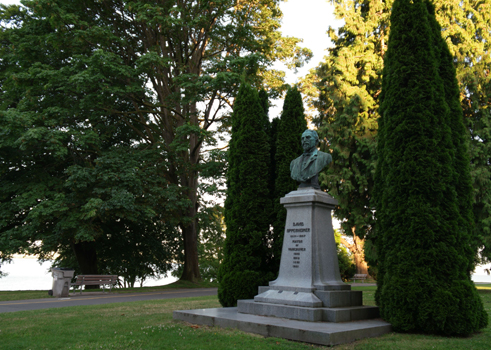 Statue of Oppenheimer at the entrance of Stanley Park