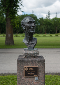 Statue of Spohr at Assiniboine Park