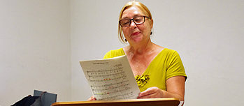 A wonderful place to meet: Renate A. in the music room at Nuremberg's music library