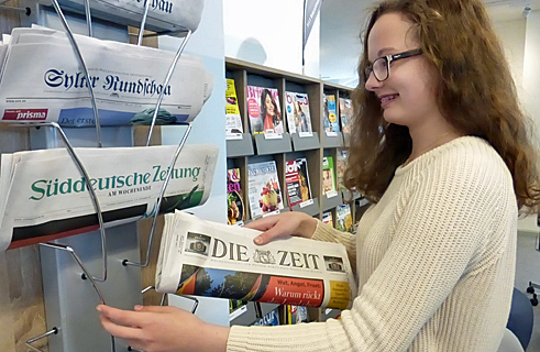 Aurelia at work – organising the regional and supraregional daily newspapers in one of the reading corners