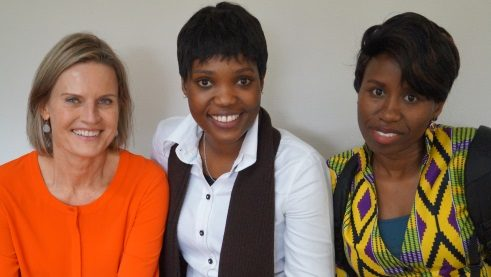 Annesusanne Fackler of the Goethe-Institut Bonn, with Betty Nkonge from Kenia and Gracey Boadu from Ghana.