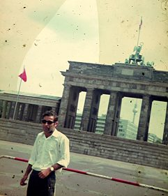 Diab Abed in front of the Brandenburg Gate in Berlin in 1967