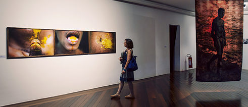 Exhibition space at the Centro Municipal de Arte Hélio Oiticica with works by Ayrson Heráclito (left) and Ana Leticia Barreto (right).