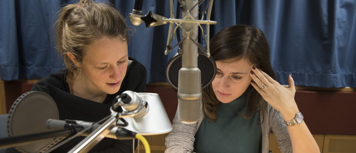 Christine Auerbach and Elise Wilk at the BR sound studio.