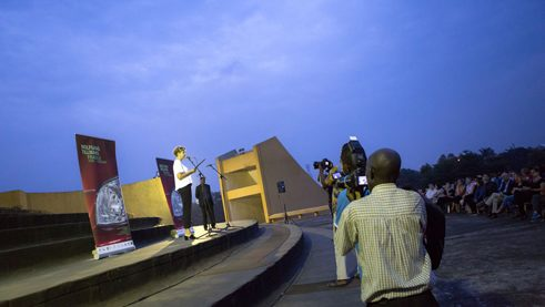 Gitte Zschoch, director of the Goethe-Institut Kinshasa, at the exhibition opening at the tower of the Echangeur.