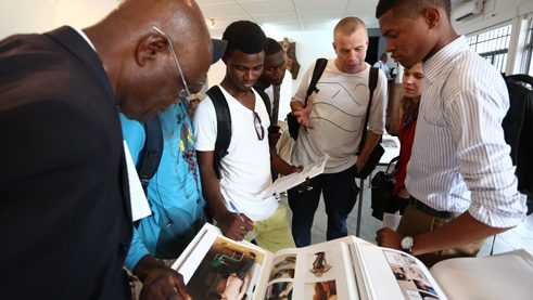 Tillmans's publications can be seen in the gallery of the art academy in Kinshasa.