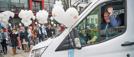 Munich is the first of 30 stops: Secretary-General Ebert in the PASCH Mobile (Photo: Cordula Flegel)