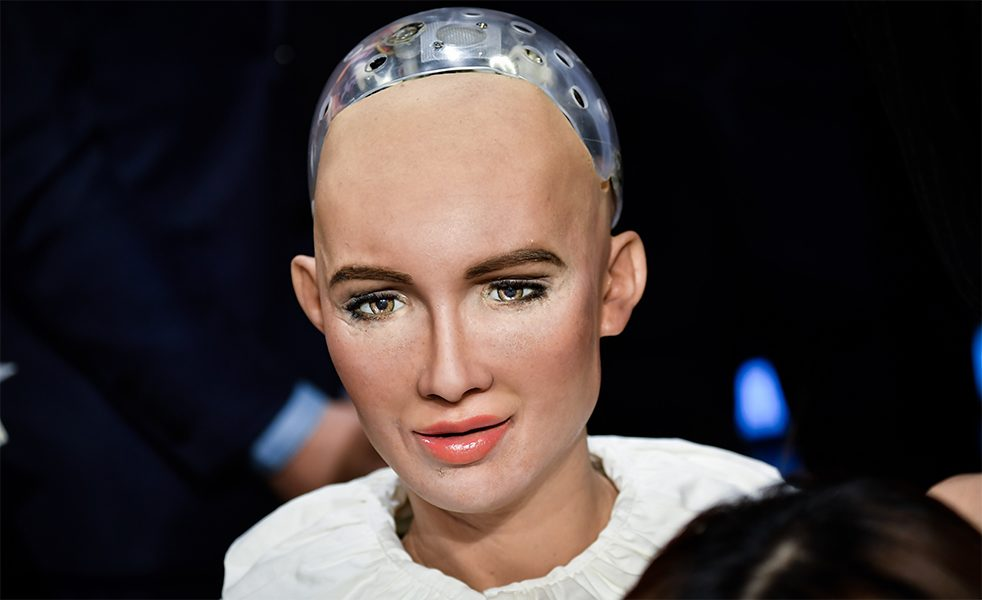 A machine with civil rights: humanoid Sophia can hold a conversation and show emotion - and she is the first robot to be granted citizenship. Saudi Arabia recognized her as a legal person at the end of 2017.