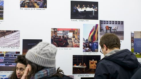 The exhibition shows pictures of demonstrations, speeches and performances concerning the NSU tribunal.