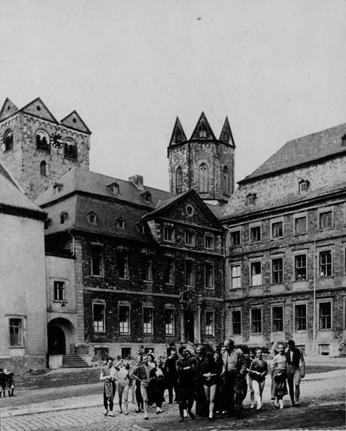 Wolfgang Jooss and the Folkwang Dancetheatre in front of Folkwang abouit the year 1952
