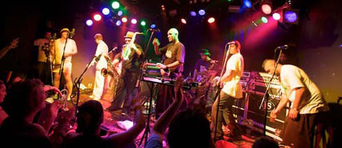 Fat Freddy's Drop live (Great Northern Hotel, Byron Bay, Australia, 2009).