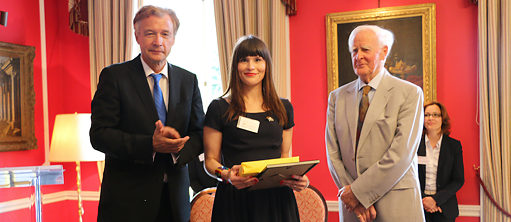 Chloe Alexandra Samuels receives a German Teacher Award 2017 in the presence of John le Carré and German ambassador Ammon