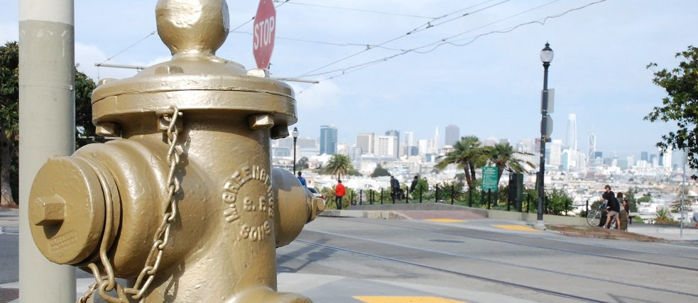 Der stille Held des Mission District: der goldene Hydrant.