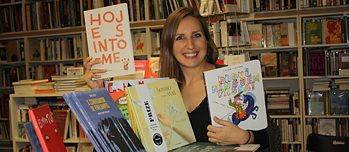 Daniela enthusiastically presents the colourful palette of Portuguese picture books