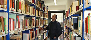 In the free-access area there are mainly scientific books and journals from the past 30 years.