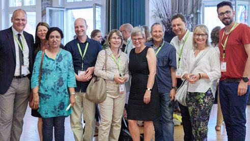 CEO Johannes Ebert with Marianne Hepp (honorary president of the International Association of German Teachers (IDV)) and representatives of the organisation team.