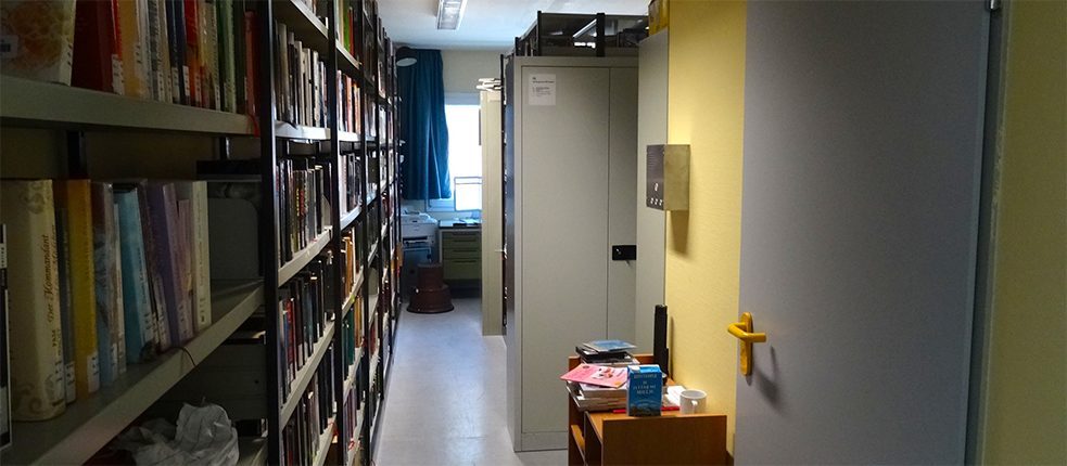 The entire holdings of the prison library at Fröndenberg fit into one tiny container room at the moment.