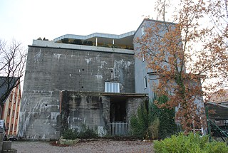 <b>Penthouse perched on a Flensburg bunker </b><br/>In 2009, architect Andra Zsiray completed a one-storey penthouse on the roof of a 12-metre WWII bunker in Flensburg. An external elevator whisks visitors up to the around 400-square-meter rooftop, where Zsiray works and lives in this unusual space.