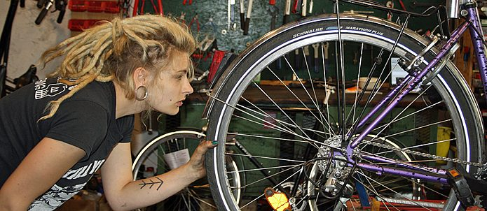 "Paula in the bike shop ""Kettenreaktion"" in Leipzig-Connewitz"