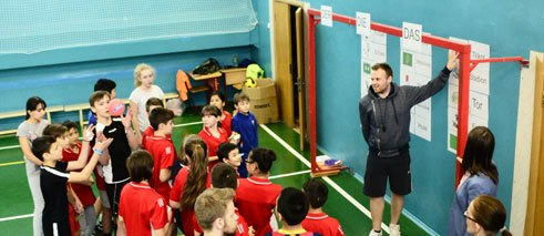 Football in German lessons and German in the sports hall