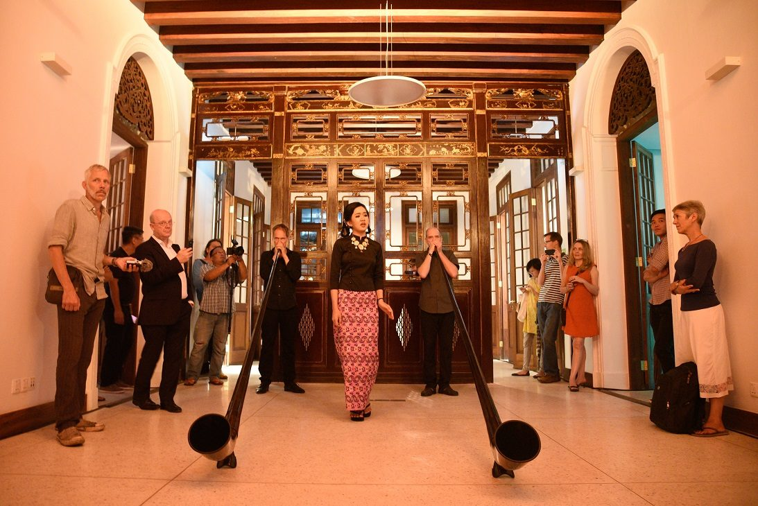 The Re-Vibrating Goethe Villa - Alphorns and Singer