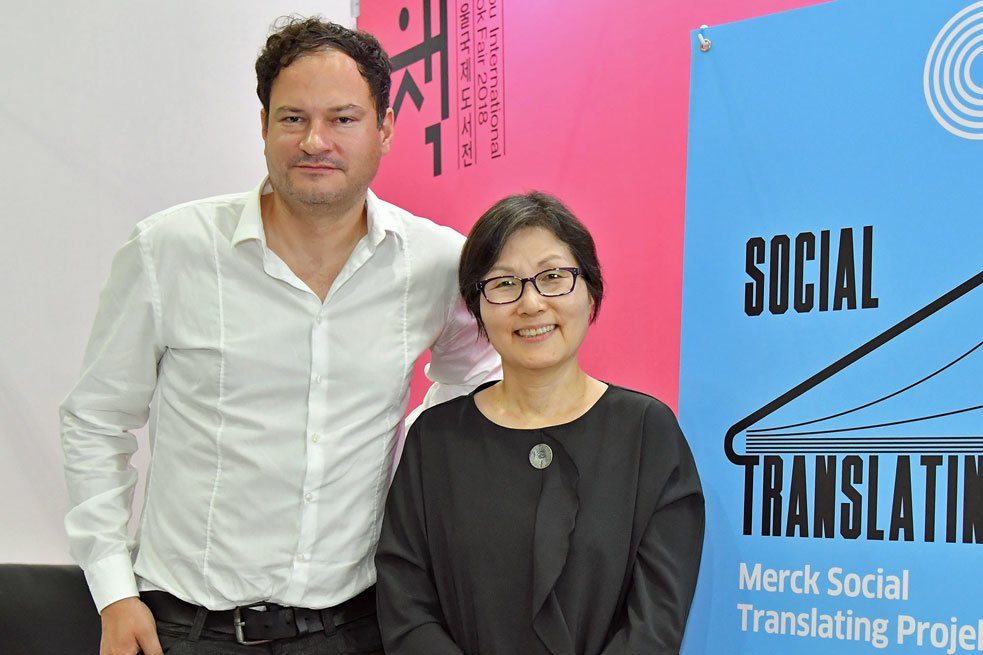 They had already had frequent meetings online, but they met in person for the first time at the Seoul International Book Fair: Thomas Melle, author of the translated book, and the Korean translator Ki-Sook Lee.