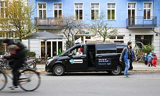 Berlin-based car-sharing app, Allygator, coordinates shuttle-bus rides.