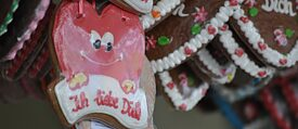 Gingerbread hearts are simply part and parcel of a traditional fair in Germany. | © Jakob Rondthaler und Ute Elena Hamm