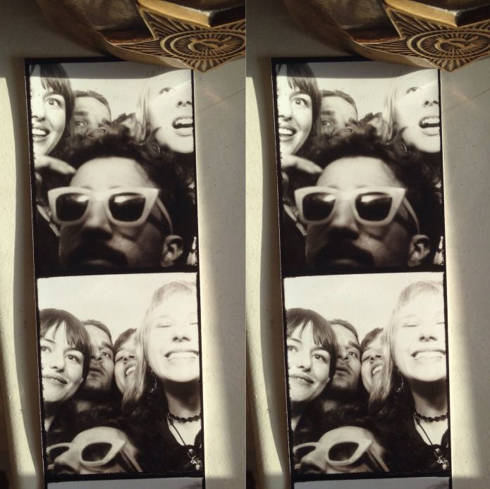 Bella and her friends enjoying Berlin nightlife with the classis photo booth snap