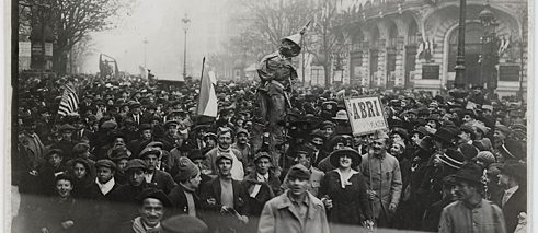 12. November 1918. Manifestation auf den Grands Boulevards.