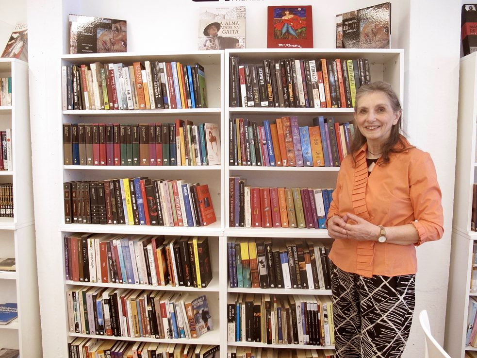 Mirta finds many ideas for her reading groups at the Casa de lectura