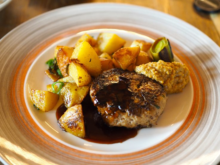 Veal frikadelle with mustard and roast potatoes