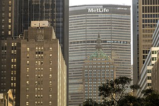 Forced to immigrate to the USA, Bauhaus founder Walter Gropius was responsible for the construction of the MetLife Building, the former Pan Am Building in Manhattan, New York.