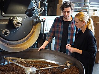 Annika Taschinski with roaster Sebastian Kohrs